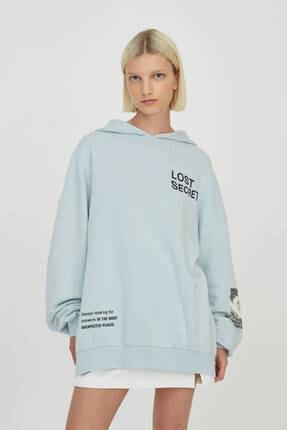 Pull & Bear Kadın Mavi Sloganlı Kapüşonlu Sweatshirt