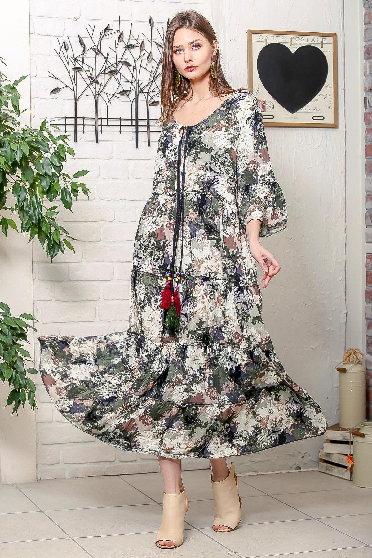 Chiccy Kadın Yeşil Romantik Çiçek Desenli Püskül Bağcıklı Kat Kat Salaş Uzun Elbise