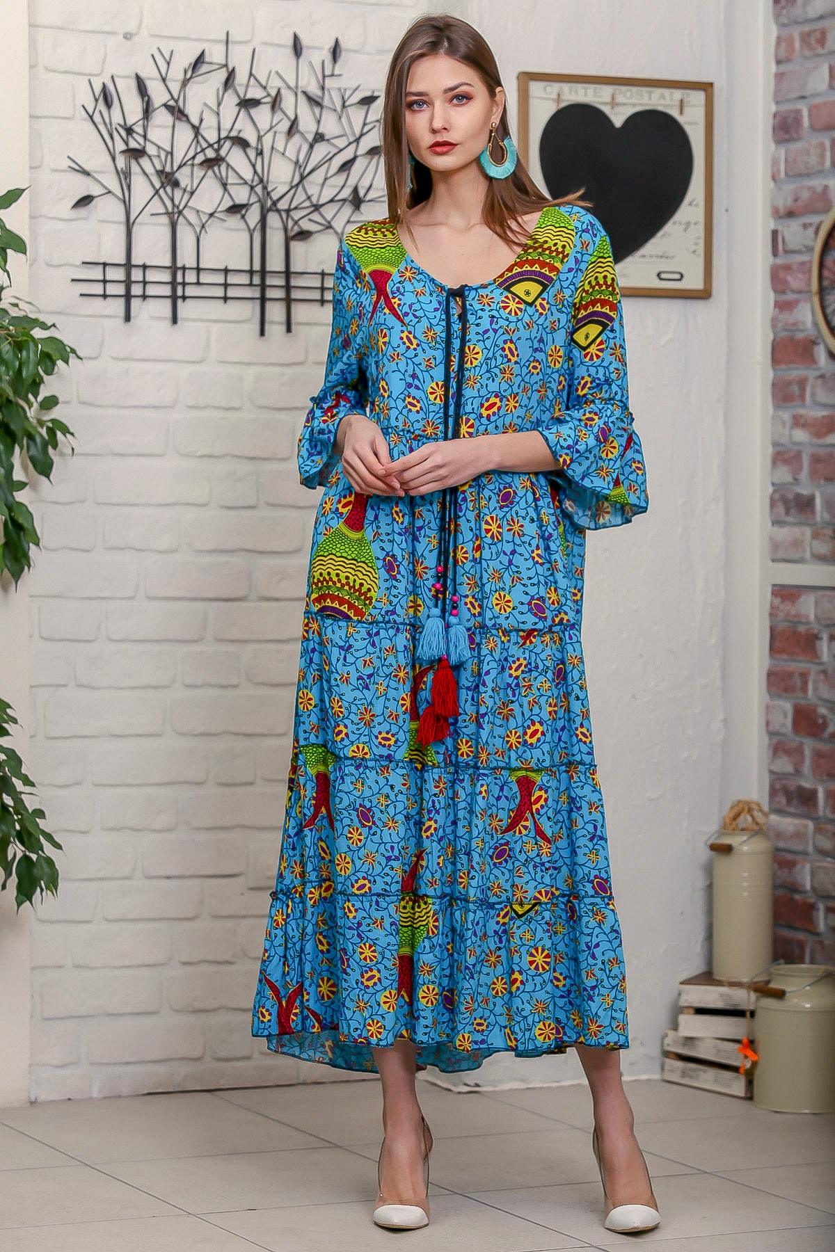 Chiccy Kadın Mavi Çini Balık Desenli Püskül Bağcıklı Kat Kat Salaş Uzun Elbise