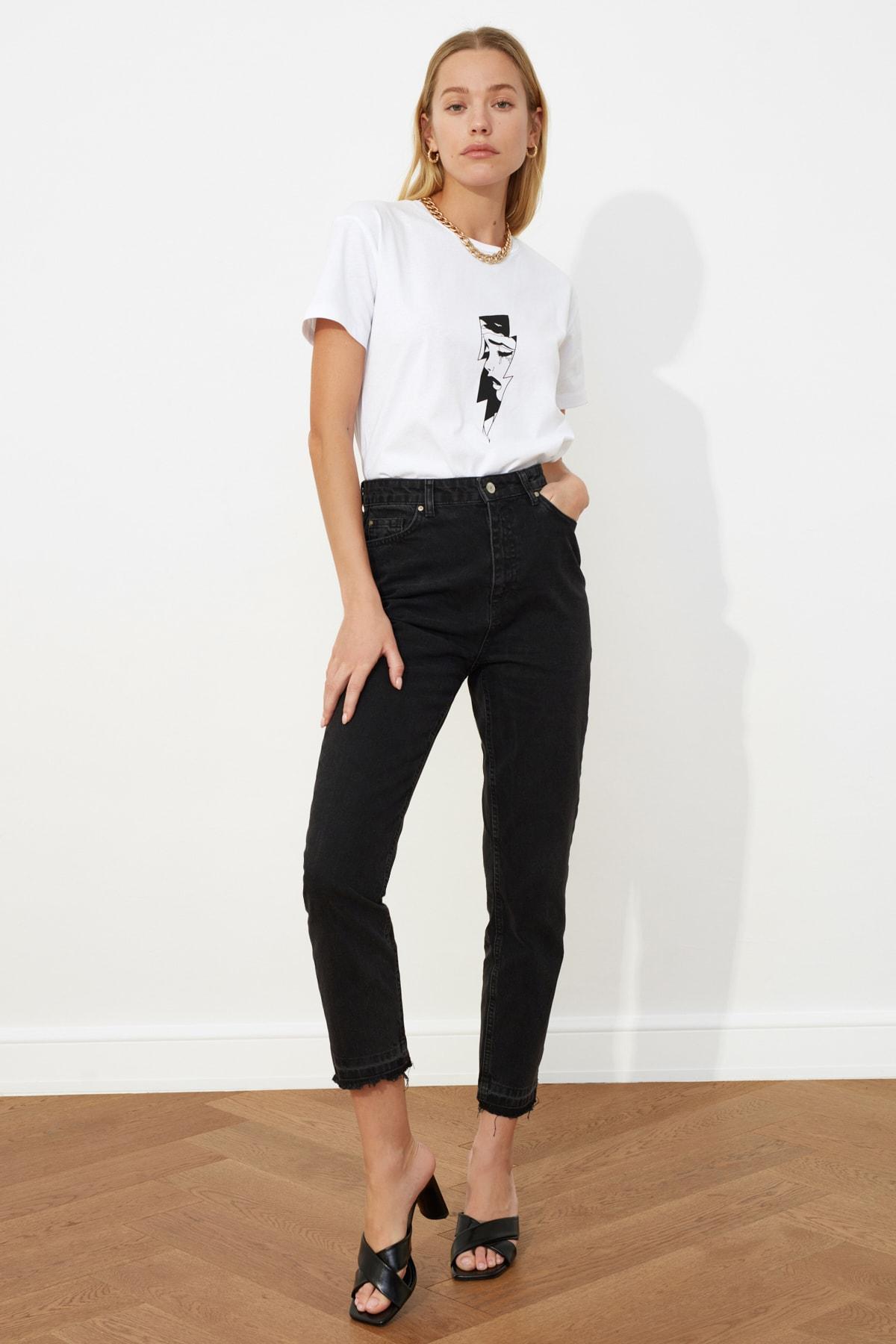 TRENDYOLMİLLA Siyah Paça Detaylı Yüksek Bel Mom Jeans TWOSS21JE0084 2