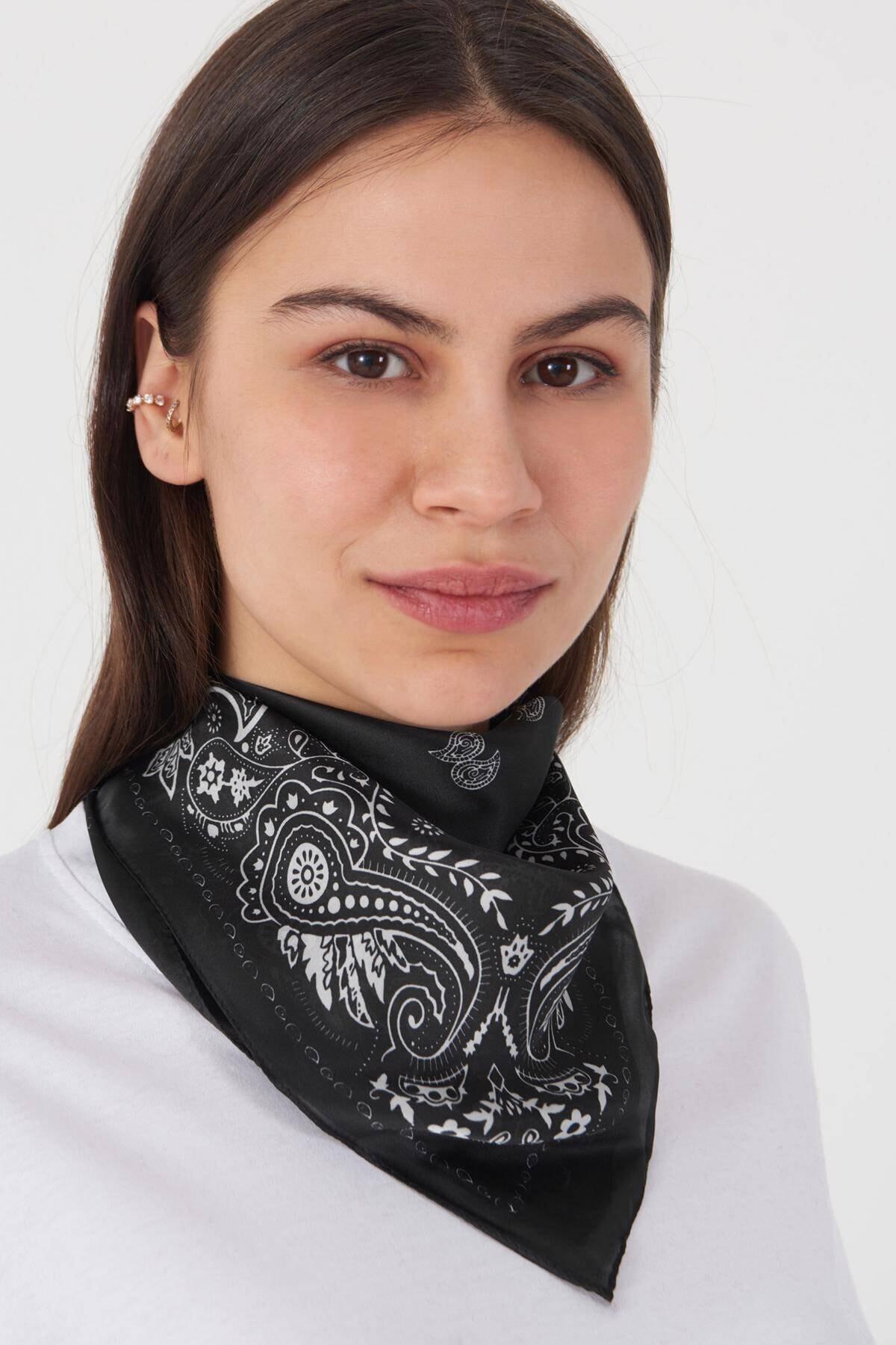 Addax Kadın Siyah Beyaz Desenli Fular F62 - E3 Adx-0000023741