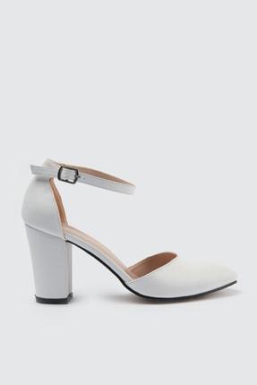 TRENDYOLMİLLA Beyaz Bilekten Bantlı Kadın Klasik Topuklu Ayakkabı TAKSS21TO0034