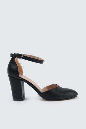 TRENDYOLMİLLA Siyah Bilekten Bantlı Kadın Klasik Topuklu Ayakkabı TAKSS21TO0034