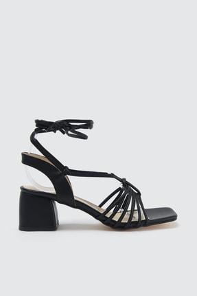 TRENDYOLMİLLA Siyah Bilekten Bağlamalı Kadın Klasik Topuklu Ayakkabı TAKSS21TO0014