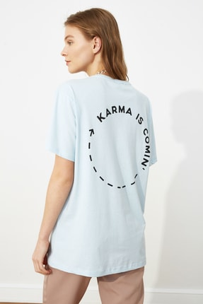 TRENDYOLMİLLA Açık Mavi Baskılı Boyfriend Örme T-Shirt TWOSS21TS0089