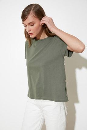 TRENDYOLMİLLA Haki Yanları Çıtçıtlı Örme T-Shirt TWOSS20TS0745
