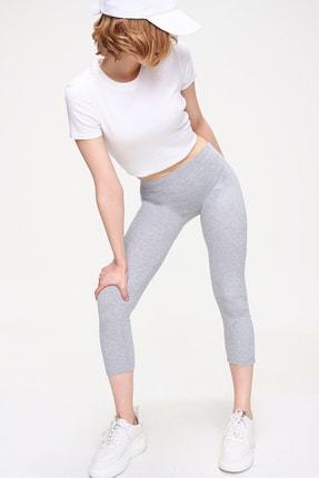 Trend Alaçatı Stili Kadın Gri Dikişsiz Toparlayıcı Örme Tayt ALC-X5899
