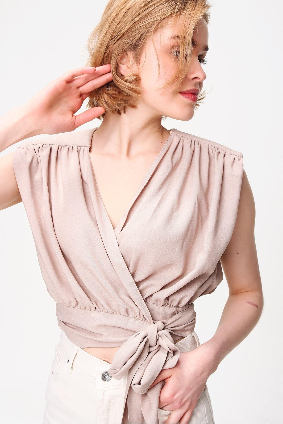 Trend Alaçatı Stili Kadın Bej Beli Bağlamalı Kruvaze Bluz ALC-X5884 2