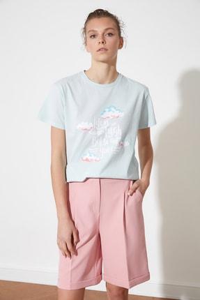 TRENDYOLMİLLA Açık Mavi Baskılı Semifitted Örme T-Shirt TWOSS21TS2448