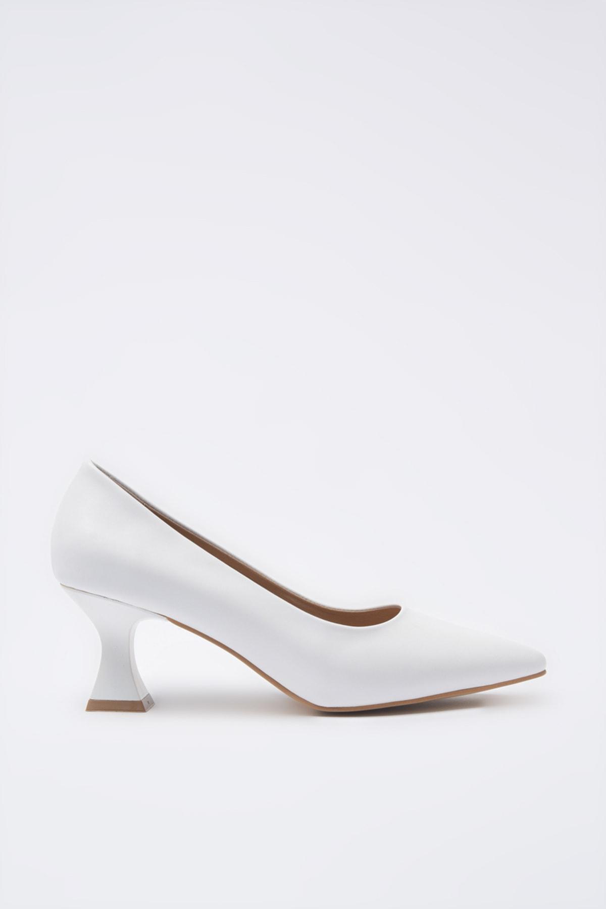 Hotiç Beyaz Kadın Klasik Topuklu Ayakkabı 01AYH205380A900 2
