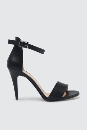 TRENDYOLMİLLA Siyah Tek Bantlı Kadın Klasik Topuklu Ayakkabı TAKSS21TO0029