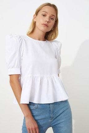 TRENDYOLMİLLA Beyaz Volan Detaylı Bluz TWOSS20BZ0494
