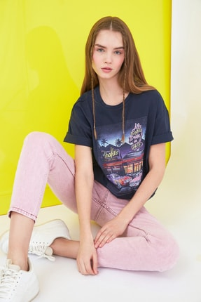 TRENDYOLMİLLA Lacivert Baskılı Boyfriend Örme T-Shirt TWOSS21TS0228