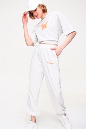 Trend Alaçatı Stili Kadın Taş W Baskılı Eşofman Takımı ALC-X5889