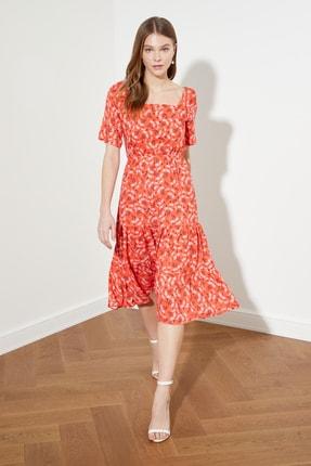 TRENDYOLMİLLA Nar Çiçeği Desenli Volanlı Elbise TWOSS21EL1450