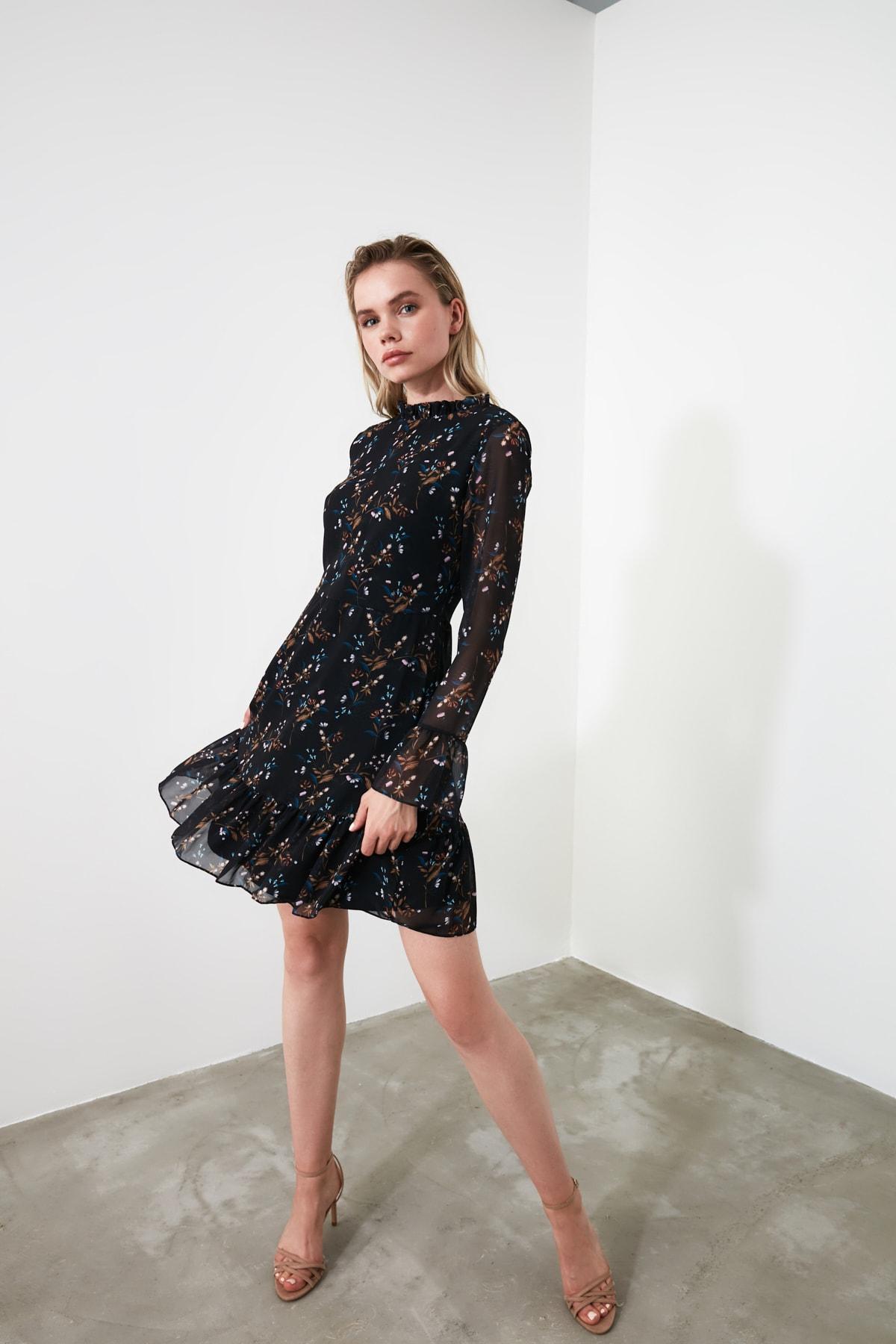 TRENDYOLMİLLA Siyah Çiçek Desenli Elbise TCLAW19LJ0076 2