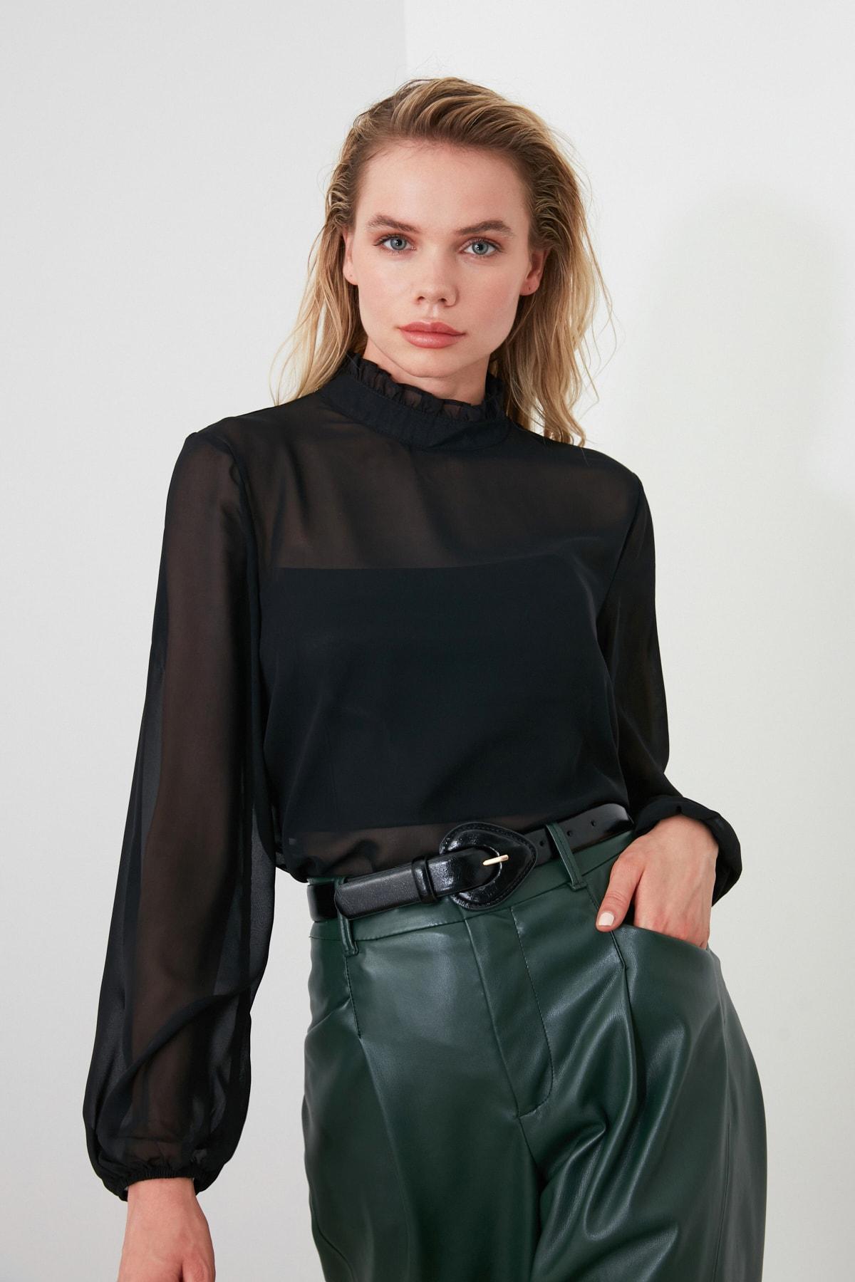 TRENDYOLMİLLA Siyah Fırfır Detaylı Bluz TWOAW20BZ0602 2