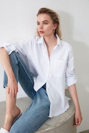 TRENDYOLMİLLA Beyaz Saçak Detaylı Gömlek TWOAW20GO0295