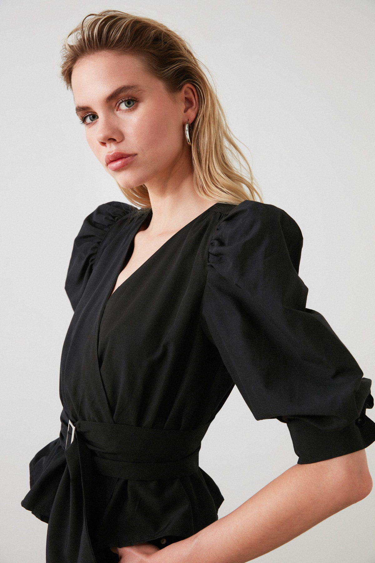 TRENDYOLMİLLA Siyah Bağlama Detaylı Balon Kol Bluz TWOAW20BZ0923 2