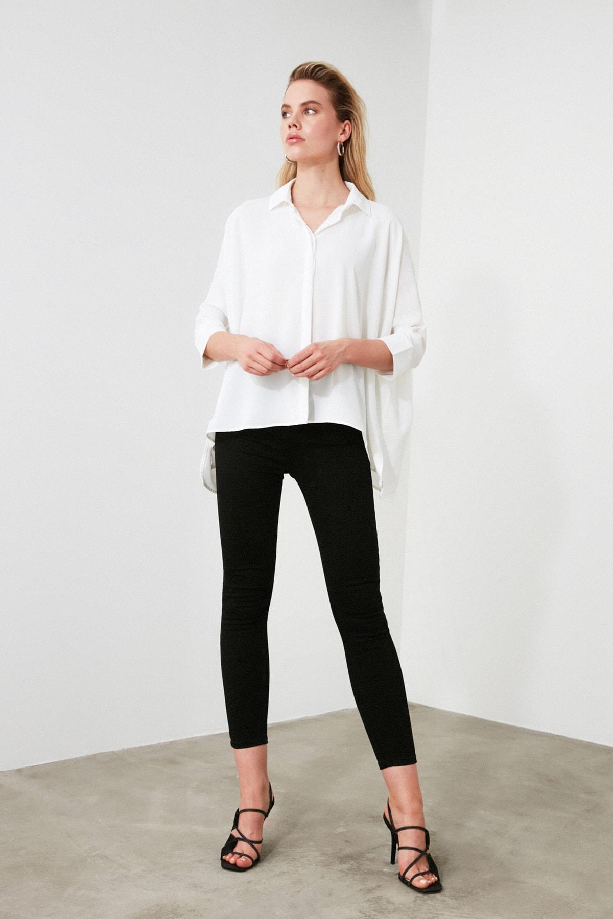 TRENDYOLMİLLA Beyaz Asimetrik Gömlek TWOSS20GO0200 1