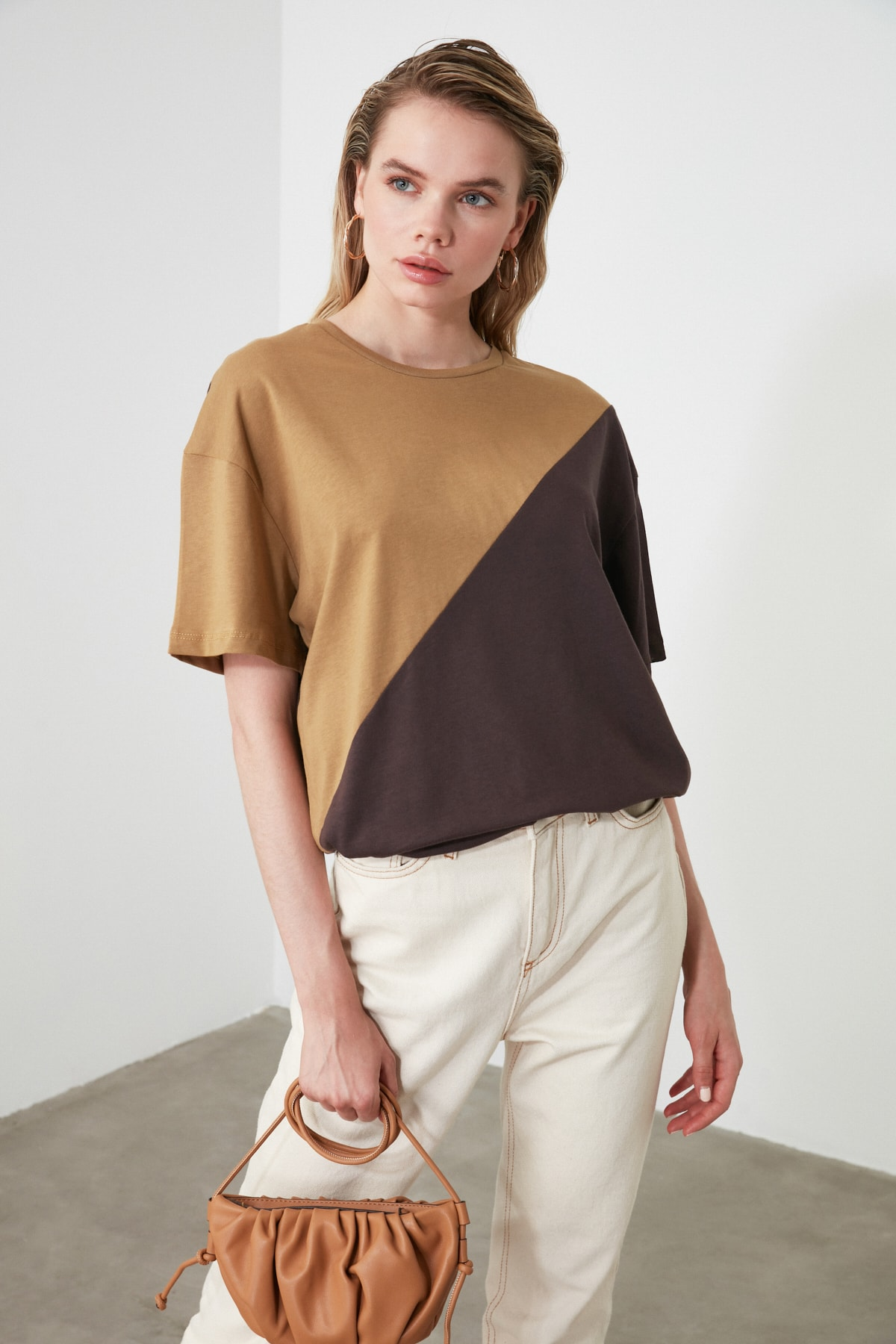 TRENDYOLMİLLA Camel Renk Bloklu Boyfriend Kalıp Örme T-Shirt TWOSS19GS0048 2