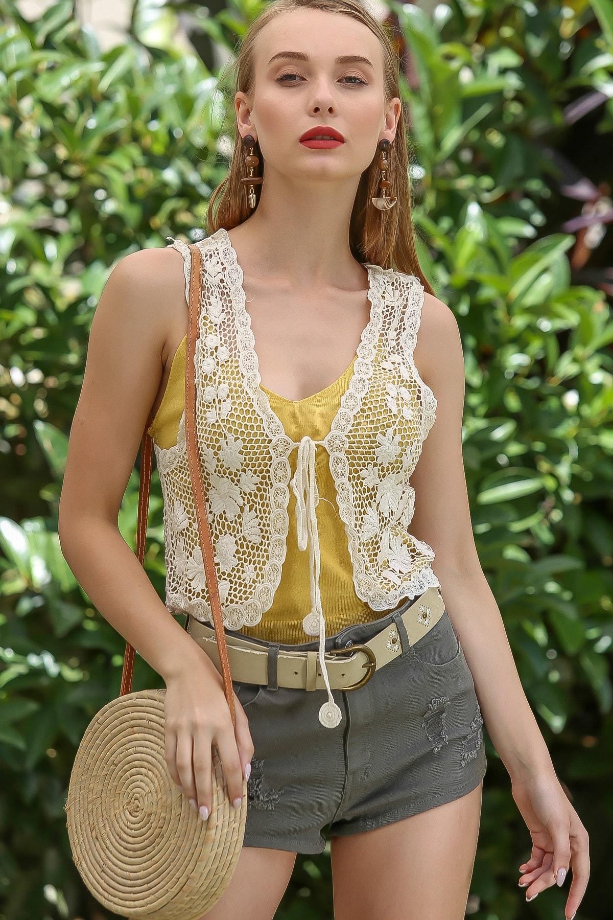 Chiccy Kadın Taş Vintage Tığ Işi Görünümlü Bağlama Detaylı Papatya Desenli Yelek M10010600YL99858