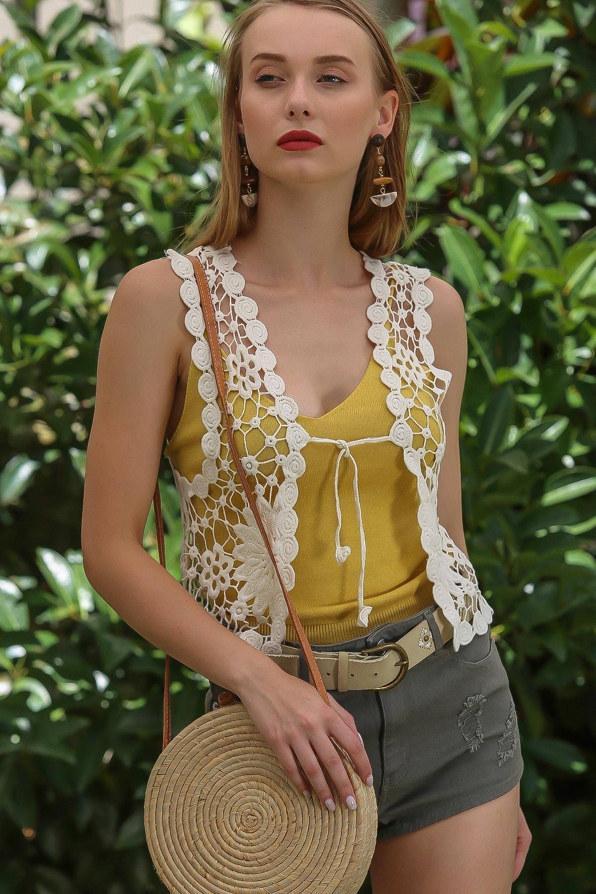 Chiccy Kadın Taş Vintage Tığ Işi Görünümlü Bağlama Detaylı Çiçek Desenli Yelek M10010600YL99859