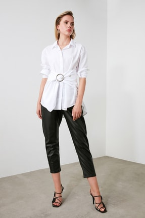 TRENDYOLMİLLA Beyaz Toka Detaylı Gömlek TWOAW20GO0099
