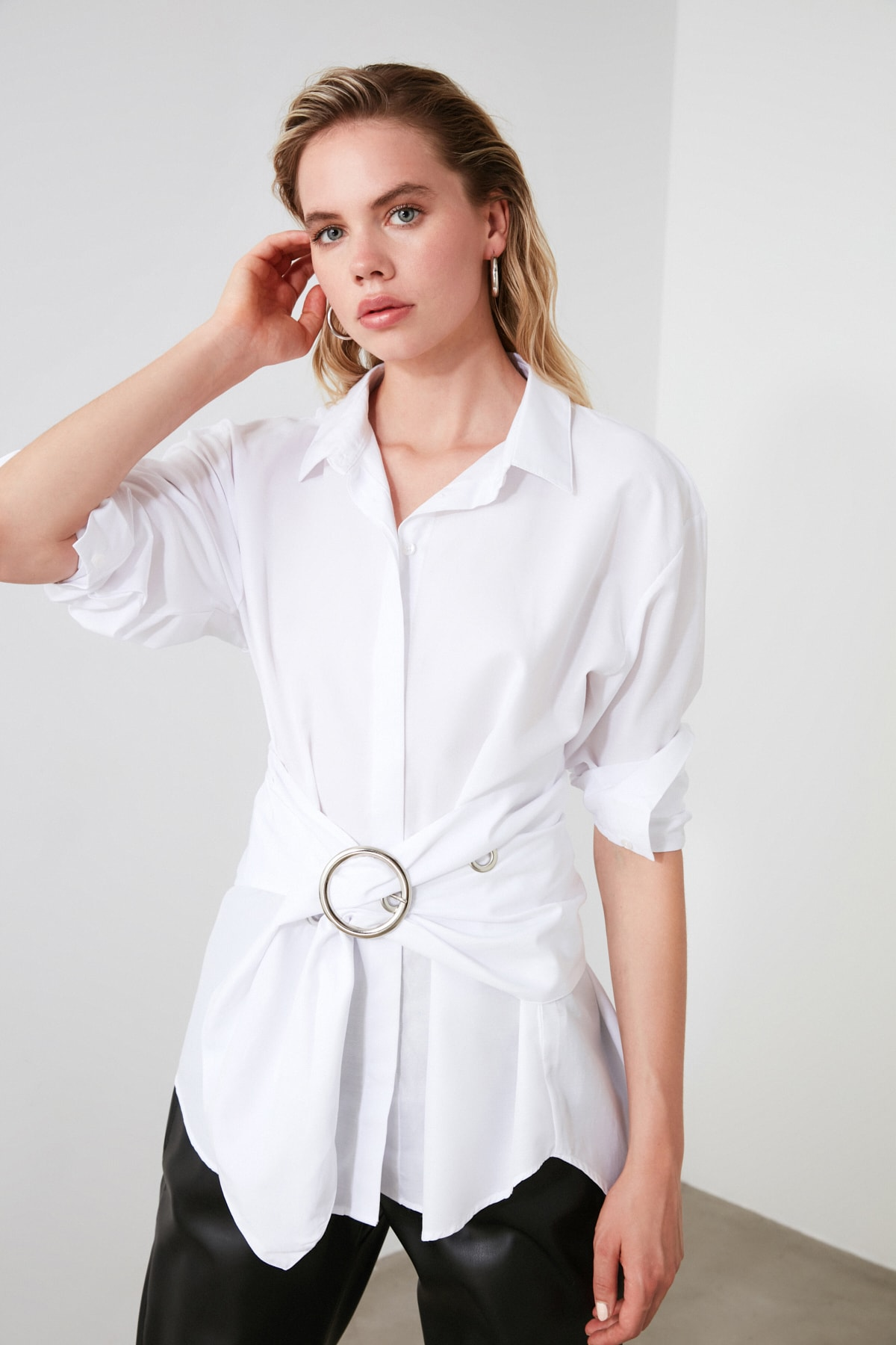 TRENDYOLMİLLA Beyaz Toka Detaylı Gömlek TWOAW20GO0099 2