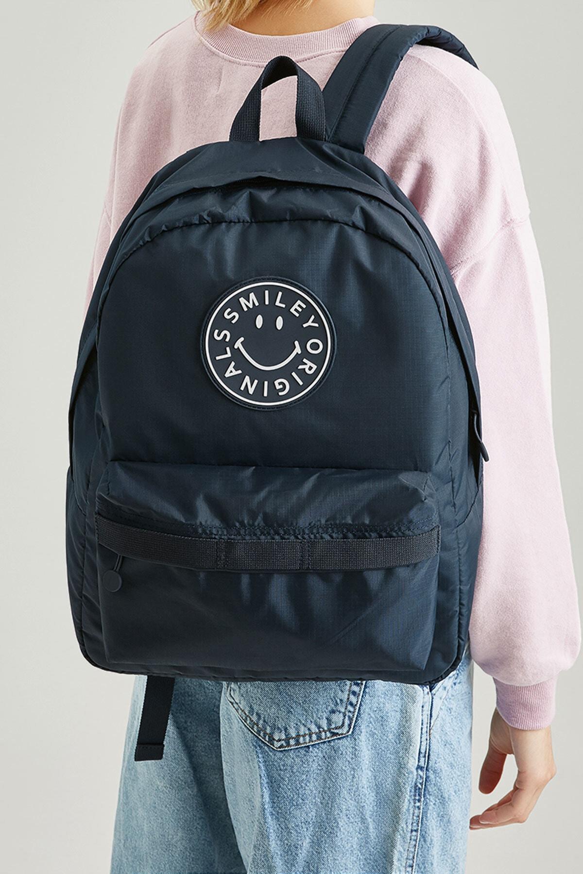 Pull & Bear Kadın Mavi Smiley Logolu Sırt Çantası 14039640 2
