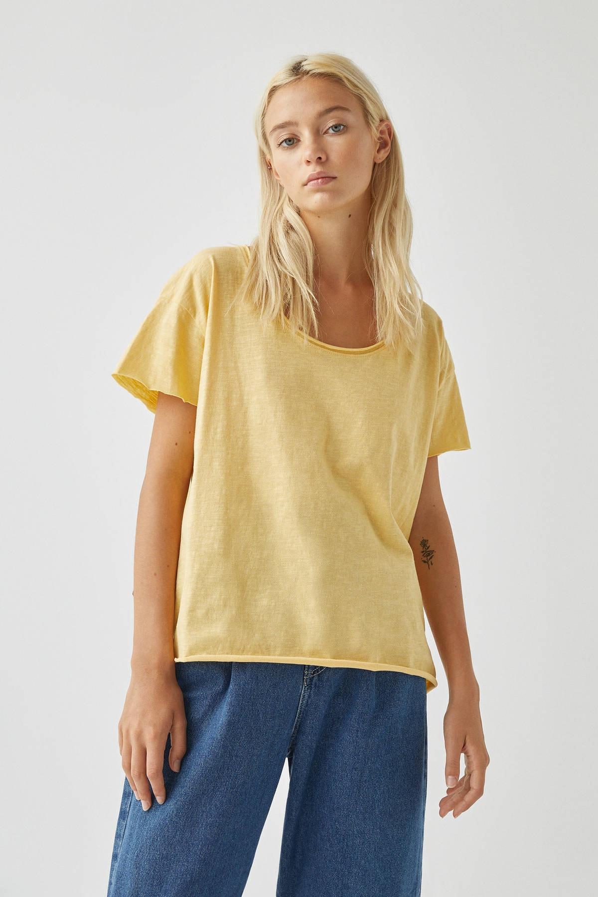 Pull & Bear Kadın Açık Sarı Biyeli Dikişli Basic T-Shirt 05236307 1