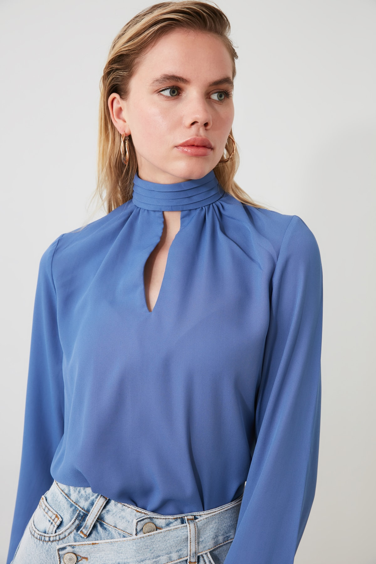TRENDYOLMİLLA Mavi Yaka Detaylı Bluz TWOAW20BZ0461 1