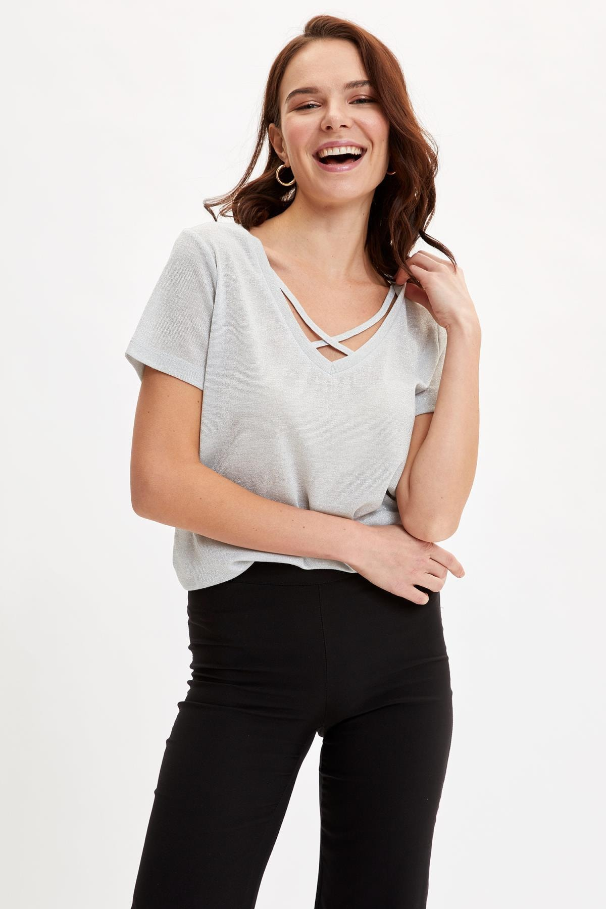 DeFacto Kadın Gri V Yaka Regular Fit Kısa Kollu T-Shirt M4991AZ19SM