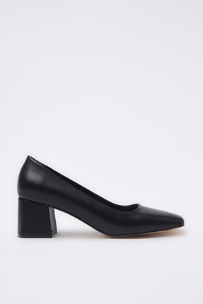 Hotiç Siyah Kadın Klasik Topuklu Ayakkabı 01AYH205360A100