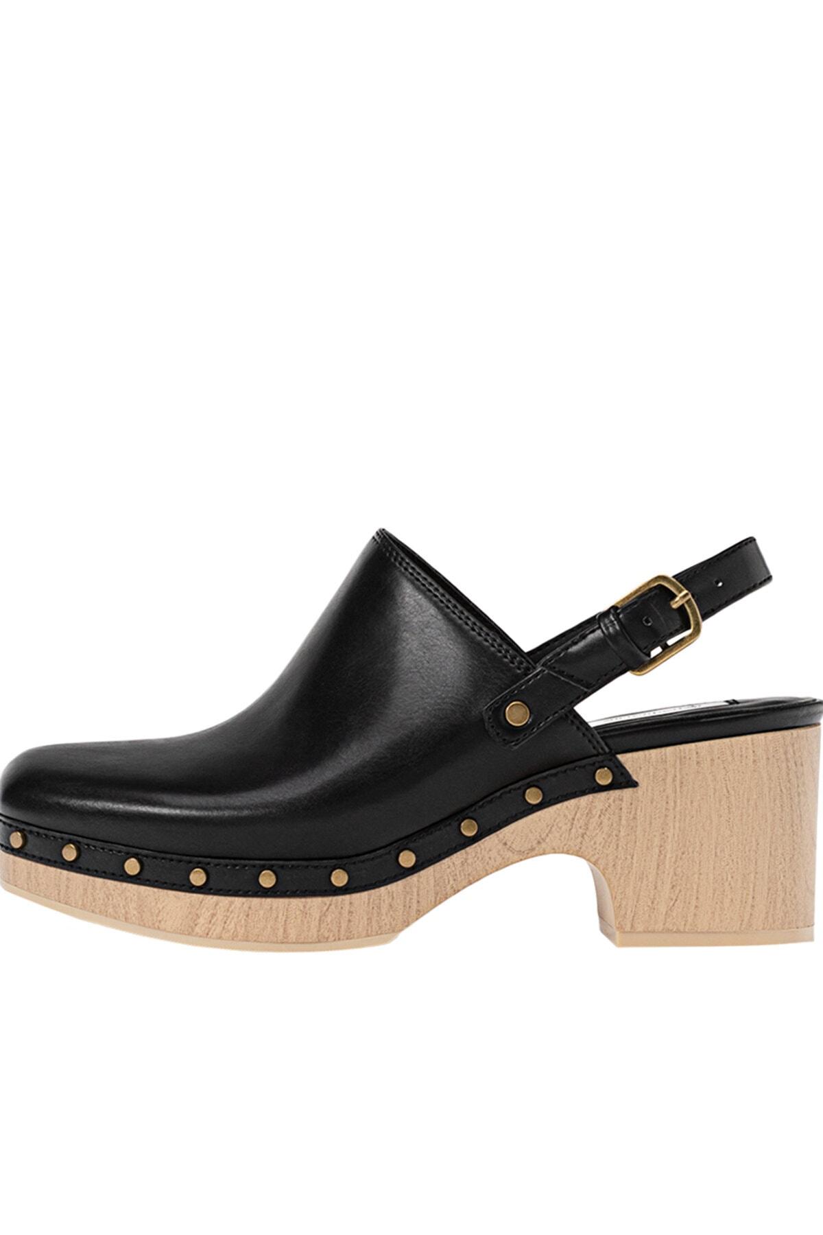 Stradivarius Kadın Siyah Zımba Detaylı Ahşap Topuklu Sabo Ayakkabı 19151770