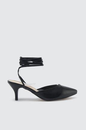 TRENDYOLMİLLA Siyah Bilekten Bağlamalı Kadın Klasik Topuklu Ayakkabı TAKSS21TO0008