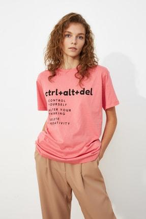 TRENDYOLMİLLA Pembe Baskılı Boyfriend Örme T-Shirt TWOSS21TS0118