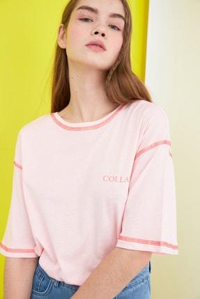 TRENDYOLMİLLA Pembe Karyoka Dikişli Baskılı Loose Örme T-Shirt TWOSS21TS0656