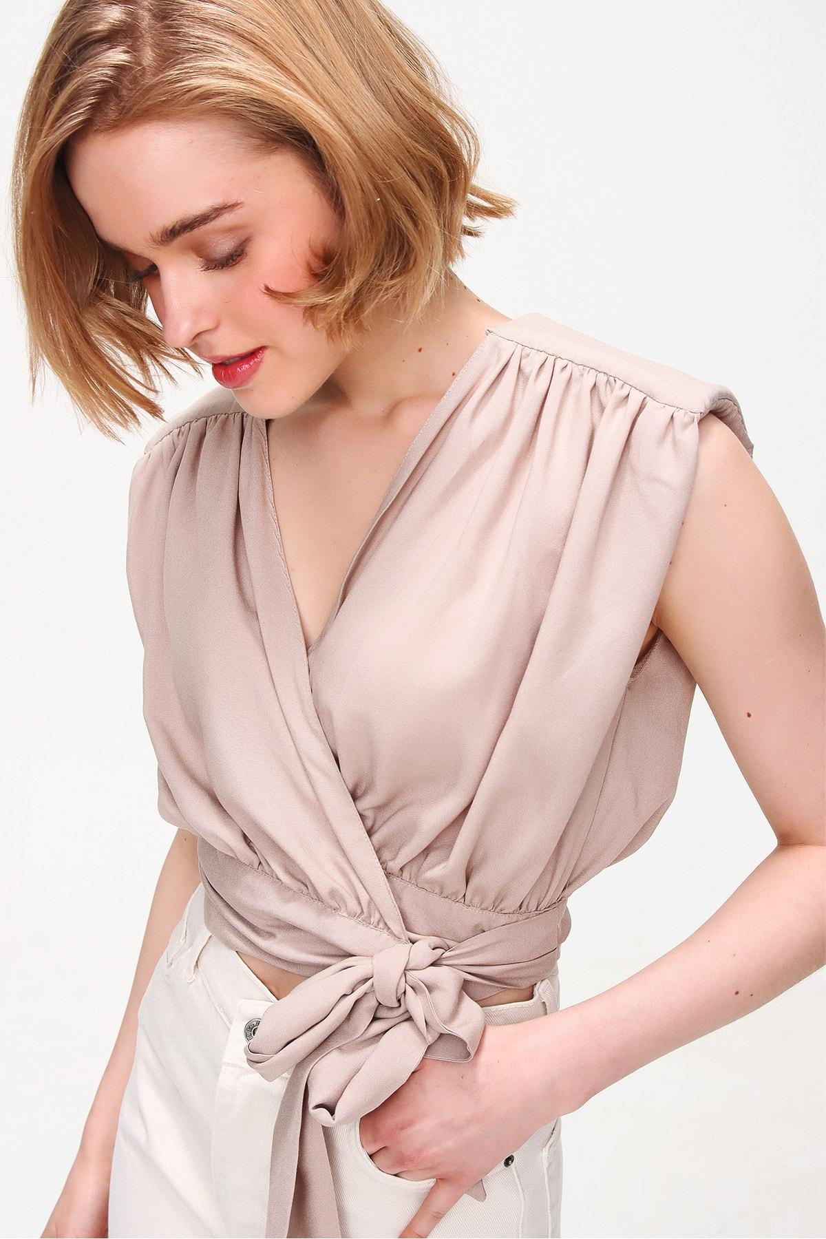 Trend Alaçatı Stili Kadın Bej Beli Bağlamalı Kruvaze Bluz ALC-X5884 1