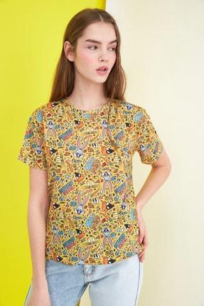 TRENDYOLMİLLA Sarı Tazmanya Canavarı Lisanslı Baskılı Semifitted Örme T-Shirt TWOSS21TS0040