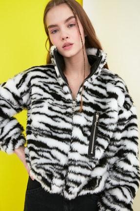 TRENDYOLMİLLA Siyah Zebra Desenli Peluş Mont TWOSS21MO0027