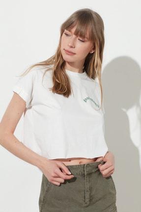TRENDYOLMİLLA Ekru Nakışlı Basic Örme T-Shirt TWOSS21TS0461