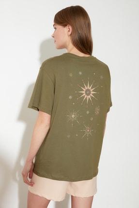TRENDYOLMİLLA Yeşil Ön ve Sırt Baskılı Boyfriend Kalıp Örme T-Shirt TWOSS20TS1255