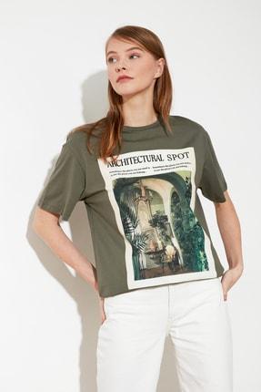 TRENDYOLMİLLA Haki Baskılı Boyfriend Örme T-Shirt TWOSS21TS0359