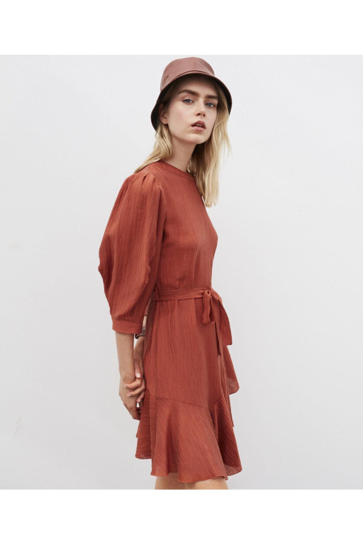 İpekyol Fırfır Şeritli Kuşaklı Elbise 1