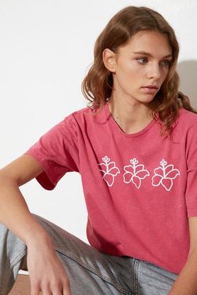 TRENDYOLMİLLA Pembe Yıkamalı ve Baskılı Boyfriend Örme T-Shirt TWOSS21TS0867