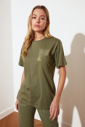 TRENDYOLMİLLA Haki Boyfriend Örme T-Shirt TWOSS21TS2138