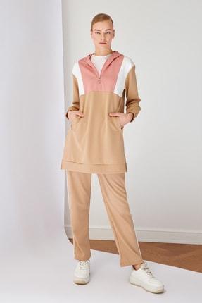 Trendyol Modest Çok Renkli Kapüşonlu Panelli Eşofman Takımı TCTSS21AU0207
