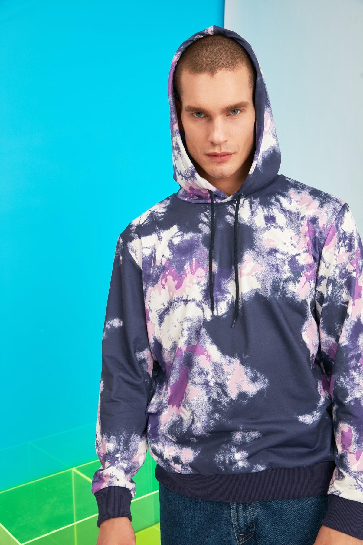 TRENDYOL MAN Çok Renkli Erkek Regular Fit Batik Kapüşonlu Sweatshirt TMNSS21SW0051 2