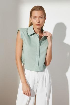 TRENDYOLMİLLA Yeşil Kolsuz Gömlek TWOSS21GO0515